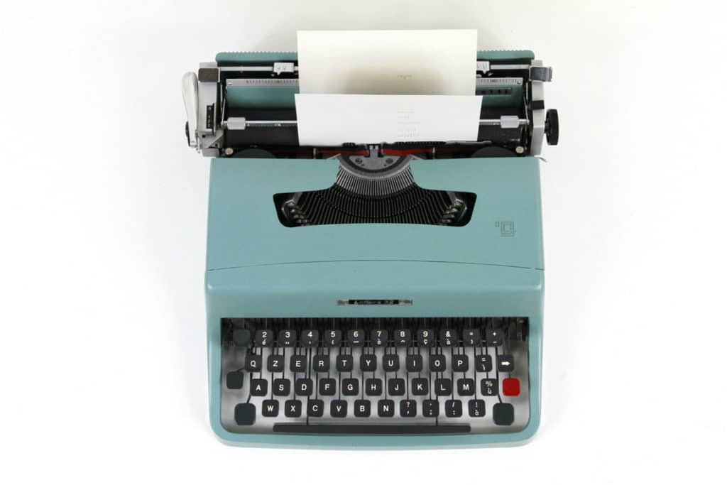 Olivetti Lettera 35, typewriter machine - featured image for How to Hit it Big with Stunning Copy and Watch Your Conversions Take Off: 10 Essential Steps